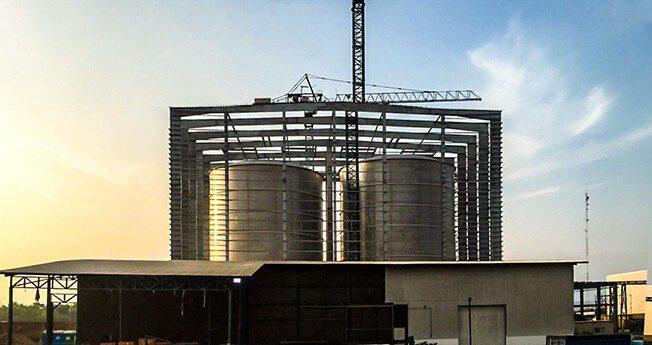 Innovativ teknologi for bygging av ståltanker, som gjør det mulig å rotere og automatisk sveise tanker med diameter opptil 50 meter, og vekt opptil 600 tonn.