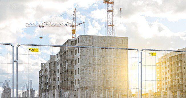 Midlertidige byggegjerder er mobilgjerder av lett konstruksjon, enkelt å forflytte. De reises for en bestemt tid for å avsperre en bestemt område, sikre visse gjenstander eller sikre tilstrekkelig sikkerhet på byggeplasser, industriområder og veier.